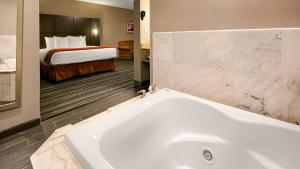 Best Western Riverside Inn, Hotels  Danville - big - 28