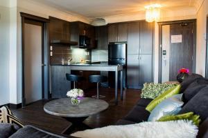 Best Western Plus Village Park Inn, Hotel  Calgary - big - 11