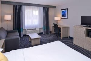 King Suite with Spa Bath - Sofa Bed/Non-Smoking
