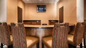 Best Western Plus Atrium Inn & Suites, Hotel  Clarksville - big - 17