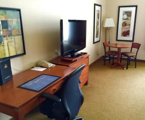 King Suite with Living Room - Non-Smoking