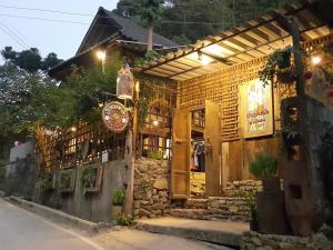 Maekampong Huean Bog Hug - Ban Nong Hoi