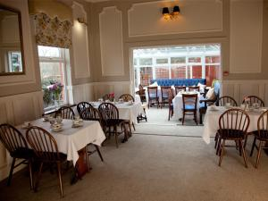 Barton Villa, Гостевые дома  Dukinfield - big - 20