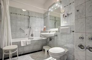 Haus Seeblick Hotel Garni & Ferienwohnungen, Hotely  Zinnowitz - big - 42