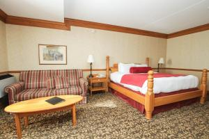 Deluxe King Room with Double Sofa Bed and Fireplace - Non-Smoking