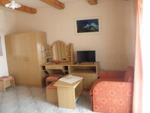 Kristály Apartman, Bed and Breakfasts  Hévíz - big - 29