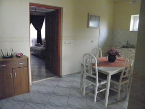 Kristály Apartman, Bed and Breakfasts  Hévíz - big - 47