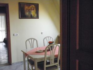 Kristály Apartman, Bed & Breakfast  Hévíz - big - 126