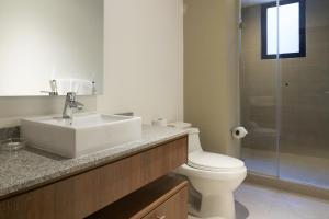 Suites Metropoli Bristol Park, Апартаменты  Кито - big - 54