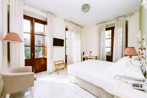 Twin Room with Murillo Gardens Views