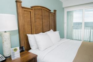Queen Room with Two Queen Beds and Kitchenette/Gulf View - Non-Smoking