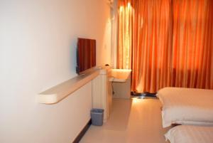 Weinan Hua Shan BaoBao Hotel