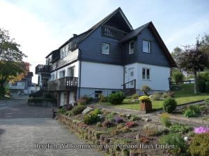 Pension Haus Linden, Penziony  Winterberg - big - 1