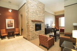 Mini King Suite with Fireplace and Seating Area - Non-Smoking