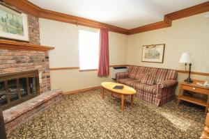 Queen Room with Double Sofa Bed and Fireplace - Non-Smoking