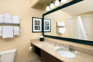 Country Inn & Suites by Radisson, Houston Intercontinental Airport East, TX, Hotels  Humble - big - 10