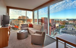 King Suite with Bay View