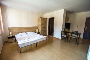 Apollon Apartments, Апартаменты  Несебр - big - 58