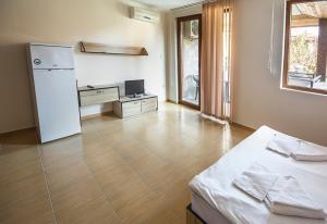 Apollon Apartments, Апартаменты  Несебр - big - 55