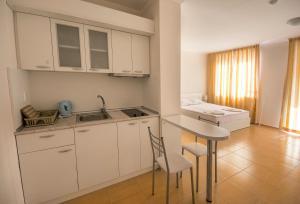Apollon Apartments, Апартаменты  Несебр - big - 54