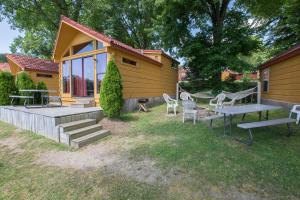 Edinboro Lake Resort Cabins