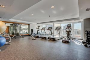 Luxury Sub-Penthouse – Downtown Riverfront, Apartmánové hotely  Calgary - big - 28