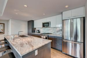 Luxury Sub-Penthouse – Downtown Riverfront, Apartmánové hotely  Calgary - big - 11