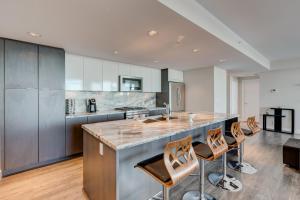 Luxury Sub-Penthouse – Downtown Riverfront, Apartmánové hotely  Calgary - big - 8