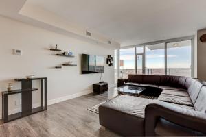 Luxury Sub-Penthouse – Downtown Riverfront, Apartmánové hotely  Calgary - big - 4