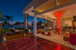 Extreme Wow Ocean Front Oasis