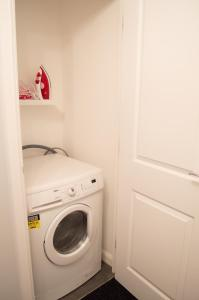 Stunning Copper Quarter Apartment, Apartmanok  Swansea - big - 37
