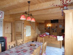Chalet Le Villard, Chalet  Enchastrayes - big - 25