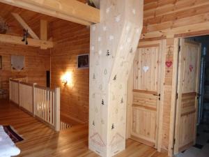 Chalet Le Villard, Alpesi faházak  Enchastrayes - big - 7