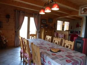 Chalet Le Villard, Chalet  Enchastrayes - big - 4