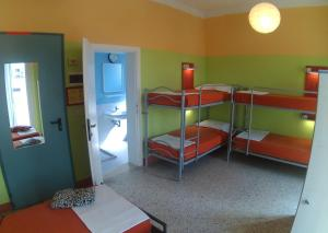Family Room with Private Bathroom (8 Adults)
