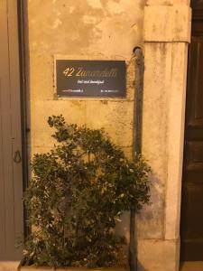 42 Zanardelli B&B, Bed and breakfasts  Trani - big - 29