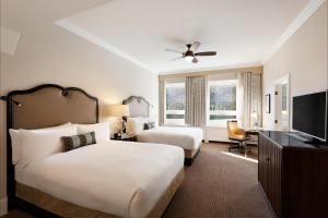 Deluxe Two Queen Room with Lake View