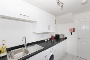 SSA - Atholl House Glasgow Airport, Apartments  Paisley - big - 7