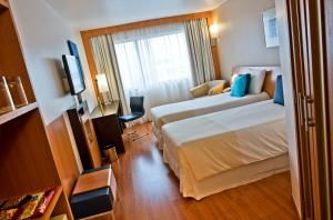 Superior Twin Room with Partial Ocean View