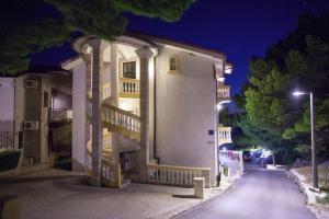 Apartments Beach Side Brela, Ferienwohnungen  Brela - big - 76