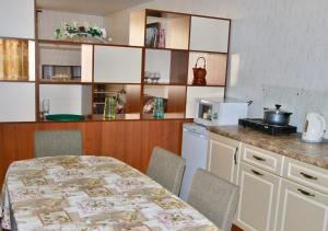 Apartment on Pospelova 12 а, Apartmány  Tashtagol - big - 12