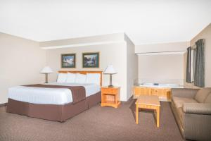 King Suite with Sofa Bed - Disability Access - Non-Smoking