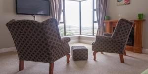 Pokój z łóżkiem typu king-size z widokiem na morze