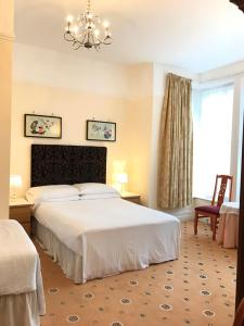 Churchills Hotel