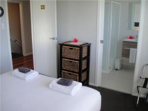 Kiwi House Waiheke, Bed & Breakfast  Oneroa - big - 11