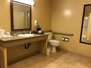 Zimmer mit Kingsize-Bett und ebenerdiger Dusche - Nichtraucher / barrierefrei
