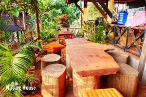 Nature House, Комплексы для отдыха с коттеджами/бунгало  Banlung - big - 111