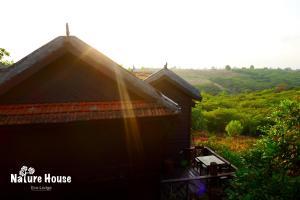 Nature House, Комплексы для отдыха с коттеджами/бунгало  Banlung - big - 7