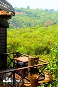 Nature House, Комплексы для отдыха с коттеджами/бунгало  Banlung - big - 6