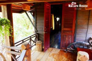 Nature House, Комплексы для отдыха с коттеджами/бунгало  Banlung - big - 15